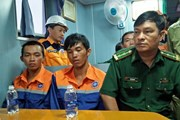 Bà Rịa-Vũng Tàu cứu hai ngư dân rơi xuống biển trong mưa bão