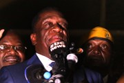 Cựu Phó Tổng thống Zimbabwe lần đầu xuất hiện trở lại trước công chúng