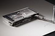 Choáng với chiếc máy viết chữ ký bỏ túi giá hơn 8 tỷ đồng