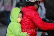Hà Nội: Trời mưa rét, nhiều phụ huynh cho con nghỉ học