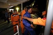 Cứu nạn thành công 13 ngư dân bị trôi dạt trước khi bão đổ bộ vào biển