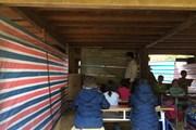 [Video] Hơn 3 tháng sau lũ, học sinh vẫn phải học nhờ dưới gầm nhà sàn