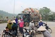 Người dân Hà Tĩnh ra đường chặn xe chở rác vì bãi rác gây ô nhiễm