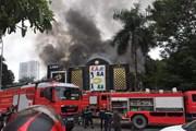 Hà Nội: 'Bà hỏa' thiêu rụi quán Karaoke ở cạnh hồ Linh Đàm