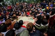 Vĩnh Phúc: Chen lấn cướp chiếu cói ở lễ hội 'Đúc Bụt' đầu năm