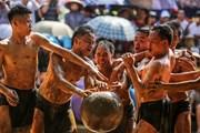Trai làng 'thủy chiến' tranh cướp quả cầu nặng 20kg ở Bắc Giang