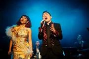 Hà Trần và Tùng Dương mang 'Nguồn cội' chinh phục khán giả Paris