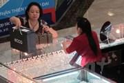 So với phiên đầu tuần, giá vàng SJC sụt giảm 180.000 đồng