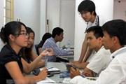 Agribank tặng quà cho khách nhận tiền từ thị trường Nhật Bản