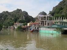 [Photo] Nhiều hộ dân vẫn bị cô lập sau mưa lũ tại Ninh Bình
