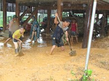 [Video] Bão số 4 chia cắt, cô lập nhiều bản làng tại Nghệ An