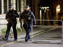 Nhiều trường học ở Anh đóng cửa do các lời đe dọa đâm xe vào học sinh