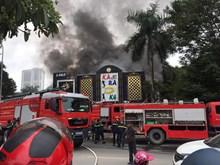 [Video] Hiện trường vụ cháy quán karaoke cạnh hồ Linh Đàm