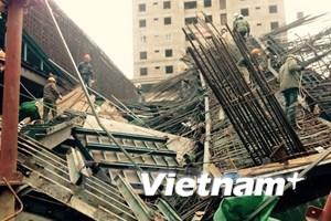 [Video] Hiện trường vụ sập giàn giáo công trình tại Hà Đông