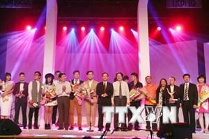 Mỹ Tâm đoạt giải Ca sỹ của năm tại đêm trao giải Cống hiến 2015