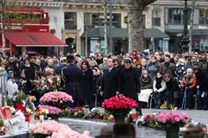 Hàng nghìn người Paris tưởng niệm vụ Charlie Hebdo