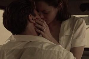 """Brad Pitt mê đắm """"người tình tin đồn"""" Marion Cotillard trong Allied"""