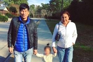 Cộng đồng mạng bênh vực bác sỹ gốc Việt bị lôi khỏi máy bay