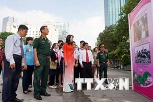 """Triển lãm ảnh """"Chủ tịch Hồ Chí Minh trong lòng dân tộc Việt Nam"""""""