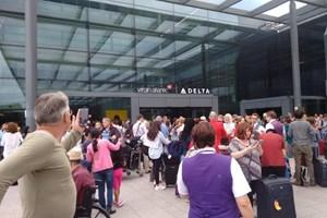 Anh: Sơ tán hành khách do cảnh báo cháy tại sân bay và ga tàu