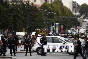 Pháp bắt ba đối tượng tình nghi chuẩn bị tấn công khủng bố