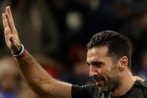 Buffon rơi lệ tuyên bố giã từ đội tuyển sau thất bại của Italy