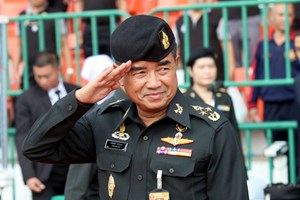 Tư lệnh Lục quân Thái Lan bác tin đồn gặp ông Thaksin và bà Yingluck