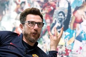 HLV Roma mang chiến tích trước Barcelona ra 'hù dọa' Liverpool