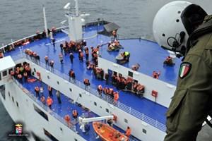 Thêm nhiều người được cứu khỏi chiếc phà bị cháy của Italy