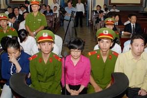 """Xét xử """"siêu lừa"""" Huỳnh Thị Huyền Như cùng đồng phạm"""