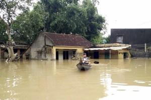 TTXVN trao tiền ủng hộ đồng bào bị lũ lụt ở Nam Trung Bộ và Tây Nguyên