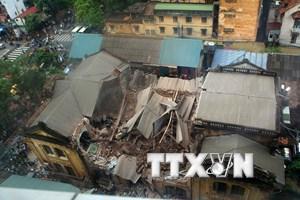 Vụ sập nhà cổ ở Hà Nội: Đã dọn dẹp xong 80 tấn chất thải