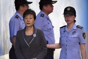 Cựu Tổng thống Hàn Quốc Park Geun-hye bị tuyên án 24 năm tù giam
