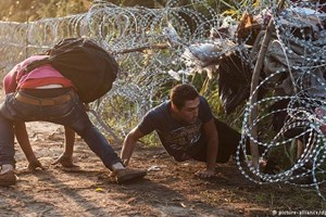 Lãnh đạo Đức và Hungary tranh cãi về tinh thần nhân đạo của EU