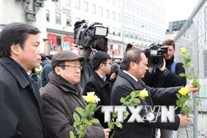 Đoàn đại biểu Quốc hội Việt Nam tưởng niệm nạn nhân khủng bố Stockholm