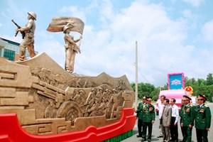 Bàn giao xe nghi trượng kỷ niệm Chiến thắng Điện Biên Phủ