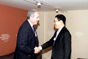 Phó Thủ tướng Phạm Bình Minh tiếp xúc bên lề WEF 2015