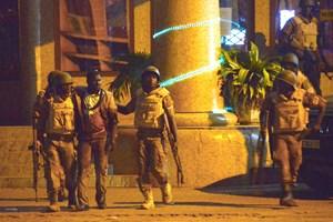 Tấn công khủng bố ở Burkina Faso: Đấu súng dữ dội trước khách sạn