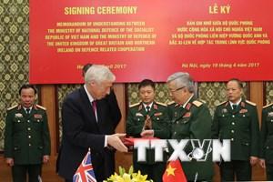 Việt Nam và Anh ký kết ghi nhớ hợp tác quốc phòng song phương