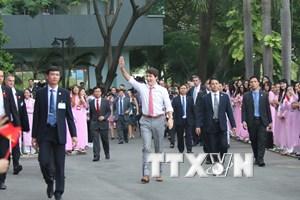 [Photo] Thủ tướng Trudeau bình dị, cởi mở khi gặp gỡ sinh viên TP.HCM