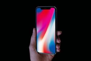 Apple có thể ra 2 mẫu iPhone tràn màn hình giống iPhone X vào 2018