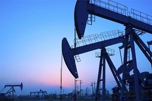 Giá dầu tăng sau khi OPEC kéo dài thỏa thuận cắt giảm sản lượng