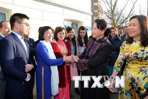Chủ tịch Quốc hội gặp gỡ cộng đồng người Việt Nam tại Hà Lan