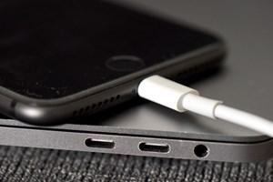 Người dùng tố bản cập nhật iOS 11.4 khiến iPhone hao pin rất nhanh