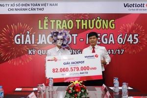 Mua 5 vé số tự chọn, khách hàng ở An Giang trúng giải 82 tỷ đồng