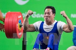 Bộ trưởng thưởng nóng 80 triệu đồng cho vận động viên Lê Văn Công