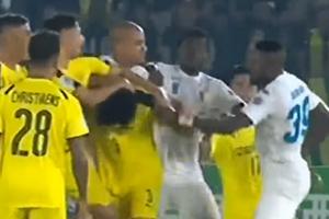 [Video] Hoàng Vũ Samson đấm liên tiếp vào mặt đối thủ ở AFC Cup