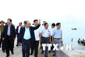 Thủ tướng thị sát công tác khắc phục hậu quả bão số 12 tại Khánh Hòa