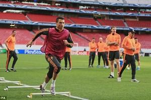 Ronaldo và Diego Costa hâm nóng trận chung kết trên sân tập