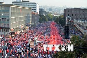 Hàng vạn người tuần hành phản đối khủng bố tại Thổ Nhĩ Kỳ